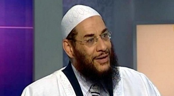 Egyptian cleric: men can spy on women in the shower