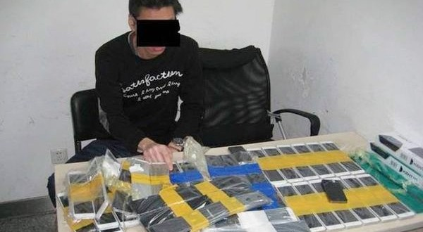 Smuggler Taped 94 iPhones on His Body