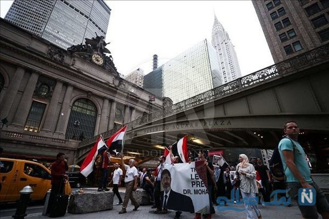 Crying Egyptian President Mohamed Morsi's fans on the streets of New York