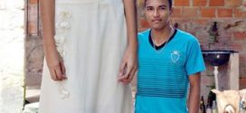The tallest 18-year-old bride in the world